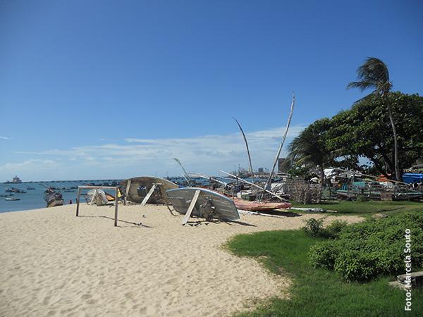 Praia de Mucuripe com as embarcações utilizadas pelos pescadores - Foto: Marcela Souto/Viajando com Aman.