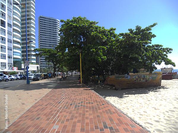 Início do calçadão na Praia de Mucuripe - Foto: Marcela Souto/Viajando com Aman.
