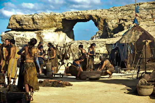 Acampamento dos Dothraki para cerimônia de casamento - Game of Thrones - Foto: Reprodução/HBO/Helen Sloan. Cenários de Game of Thrones