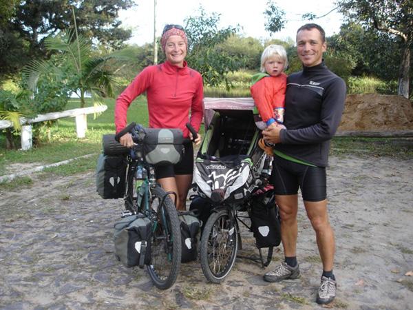 A família completa quando passaram por Palmares, no sul do Brasil - Foto: Reprodução/Palmares News.