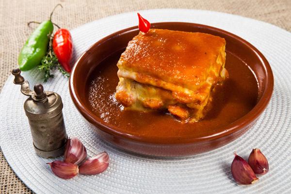 Sanduíche típico da região do Porto, em Portugal, do Academia da Gula na Vila Mariana em São Paulo - Foto: Divulgação.