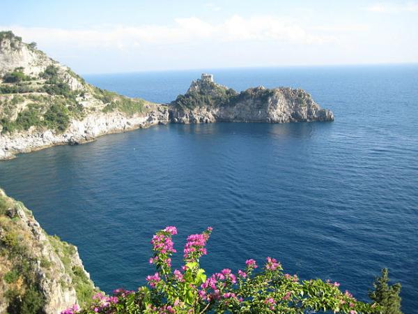 Países mais visitados do mundo - 5- Costa Amalfitana na Província de Salerno - Foto: Wikimedia/Jimlonj.