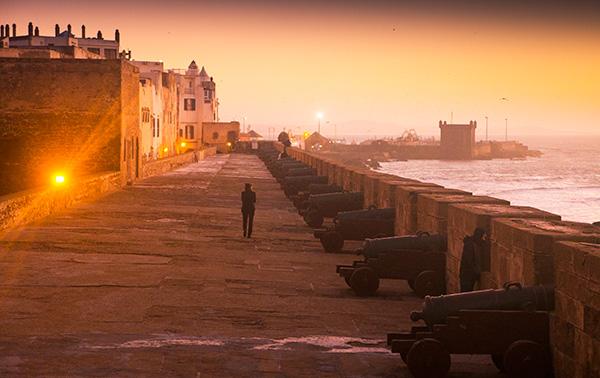 Baía dos Escravos, onde Daenerys libertou centenas deles para formar um exército para ajudá-la a invadir Westeros - Game of Thrones - Foto: Reprodução/Russ Johnson.