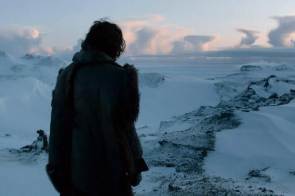 Cenário gelado e inóspito da região além da Muralha - Game of Thrones - Foto: Reprodução/Interakyson.