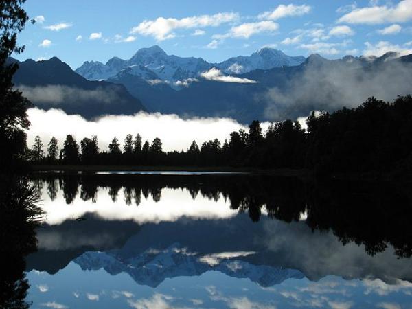Aoraki/Mount Cook, Nova Zelândia - No vale Hooker fica esse lago de mesmo nome; dele, avista-se o Monte Cook, o mais alto da Nova Zelândia - Foto: Wikimedia/Andrew Turner.