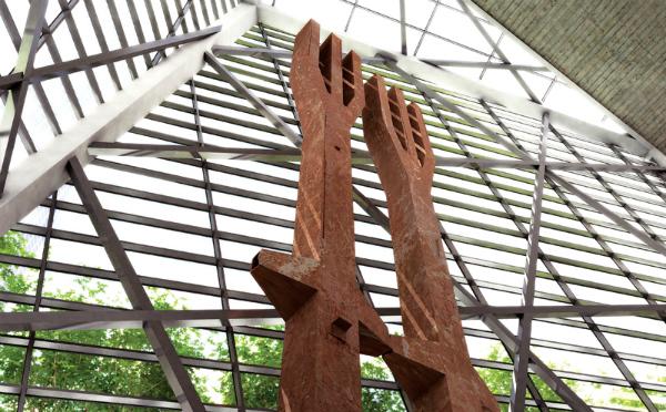 Museu 11 de Setembro - Tridentes que faziam parte da fachada original das Torres Gêmeas - Foto: Reprodução/9-11 Museum.