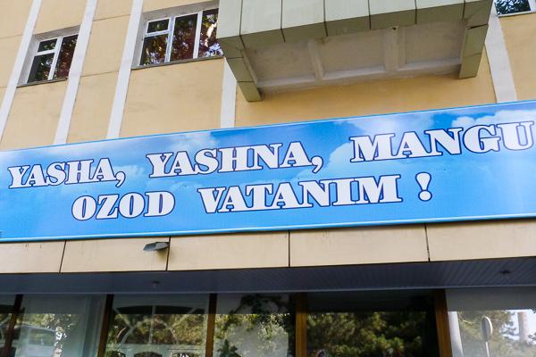O idioma uzbeque tem influência das línguas persa, árabe e russa - Uzbequistão - Foto: Samyra Serra.