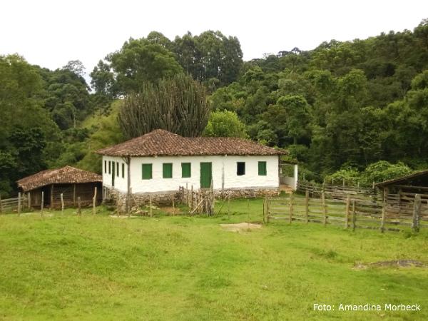 Ponto turístico, essa casa de pau a pique tem mais de 150 anos.