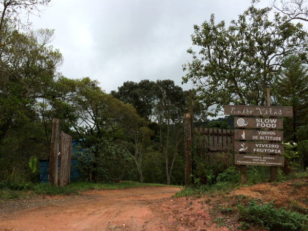 Entrada do Restaurante Entre Vilas no km 5 - Foto: Janaina Vieira.