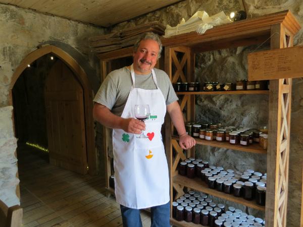O simpático e atencioso Rodolfo Veraldi, dono do Restaurante Entre Vilas - Foto: Amandina Morbeck.