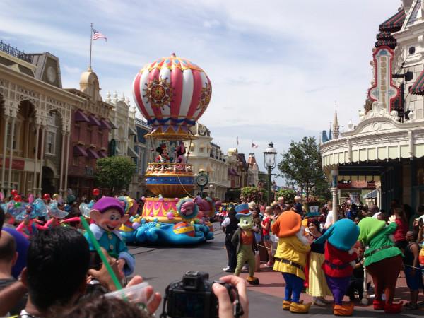 Parada dos personagens da Disney no Magic Kingdom - Minha primeira vez na Disney - Foto: Rodrigo Duzzi.