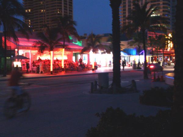 Agito na orla em Fort Lauderdale - Foto: Rodrigo Duzzi.
