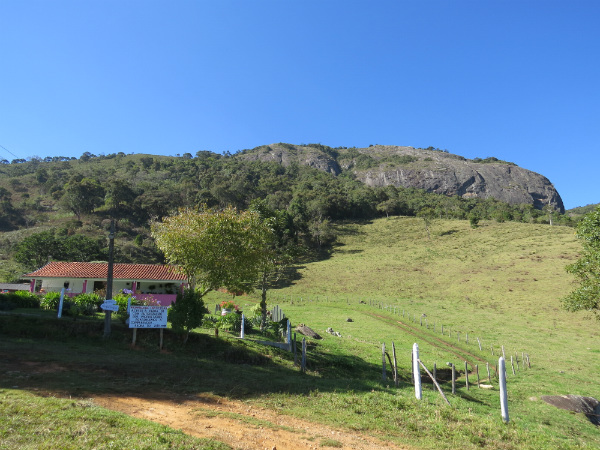 Pedra do Jair - seu topo fica a 2.000 metros de altitude - Foto: Amandina Morbeck.