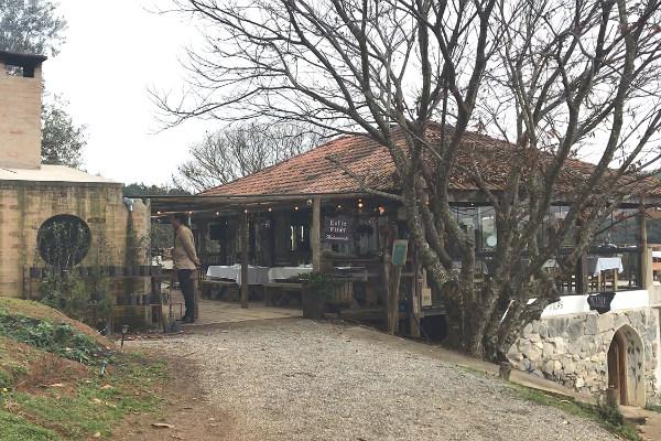 Entrada do Restaurante Entre Vilas, que fica entre São Bento do Sapucaí e Campos do Jordão.
