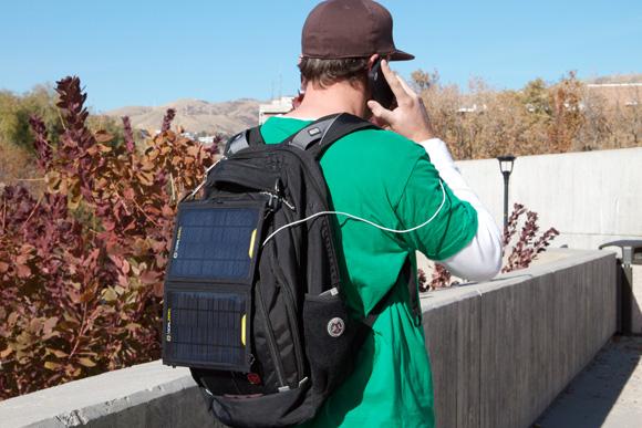 Painéis do Nomad 7 abertos e captando a energia solar - Foto: Divulgação.