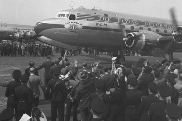 Douglas DC-4 que, em 1946, fez o primeiro voo comercial entre a Europa e os Estados Unidos - Foto: Divulgação. KML - 70 anos da rota Amsterdã-New York.