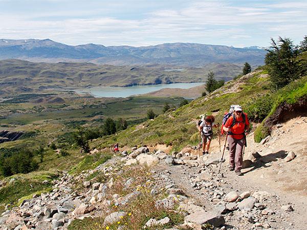 Parte da trilha em direção ao Refúgio El Chileno e, depois dele, o mirante Base das Torres - Foto: Amandina Morbeck.